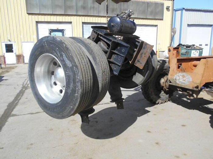 1999 Pusher Axle- Stock #: 0086