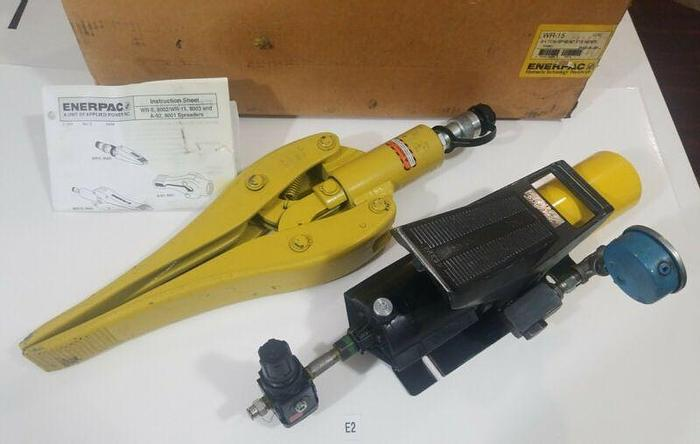 Used *PREOWNED* ENERPAC WR-15 3/4 TON SPREAD CYLINDER W/ PA 135 5000 MAX PRESS PUMP