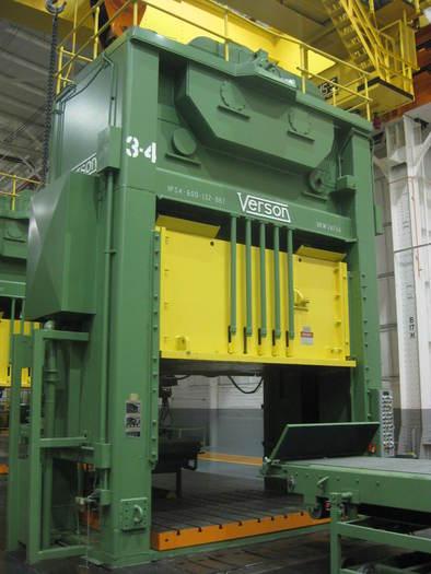 """600 ton Verson 132""""x86"""" SSDC Stamping Press"""