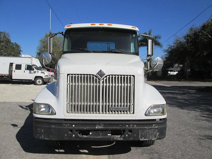 2000 International 9100i Day Cab