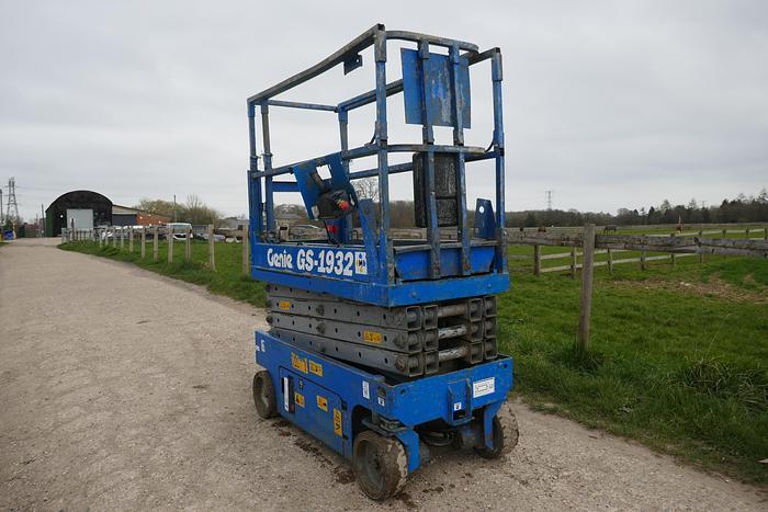Used GENIE GS1932