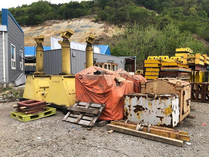 Used 400 ton Lift Systems Hydraulic Gantry Crane
