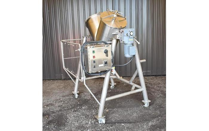USED TWIN SHELL BLENDER, 5 CUBIC FEET, STAINLESS STEEL