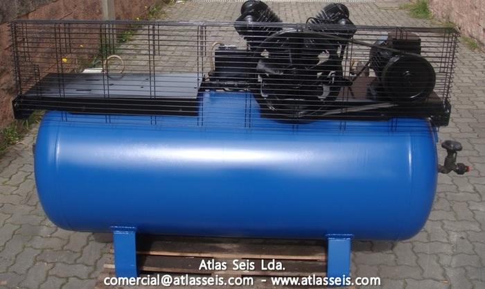 Used Air compressor 7 Bar / 661 L