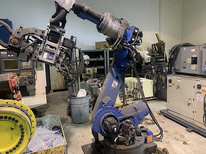 Used YASKAWA MOTOMAN ES165D 6 AXIS CNC ROBOT WITH DX100 CONTROLLER WITH SPOT WELDING GUN