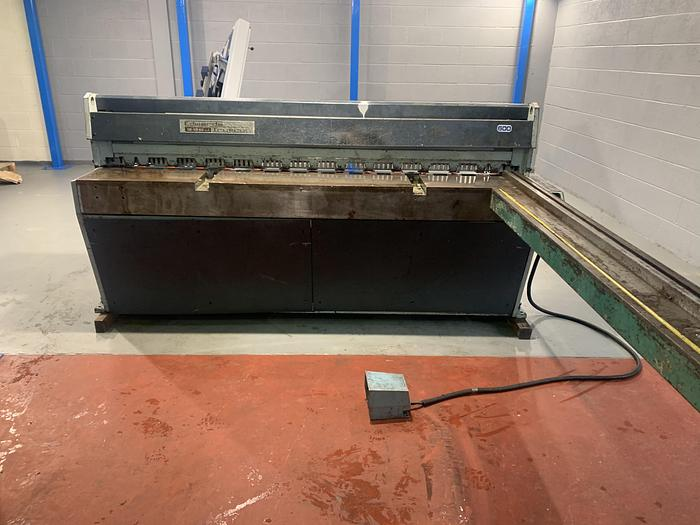Used EDWARDS Direct drive 2m x 3.25 Mechanical Guillotine