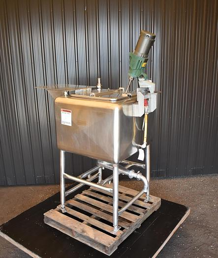 Used USED 100 GALLON STAINLESS STEEL TANK, WITH MIXER