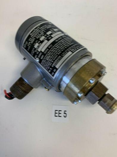 Used DUOTECT H2 PRESSURE SWITCH H2B2 5A FAST SHIPPING!~WARR