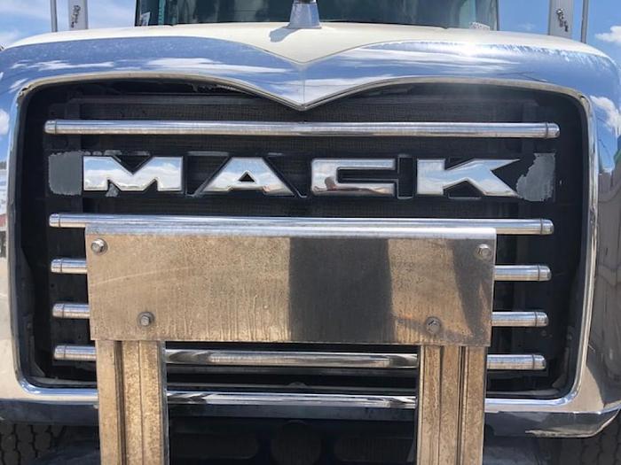 2014 MACK GU813 CEMENT SPOT MIXER TRUCK