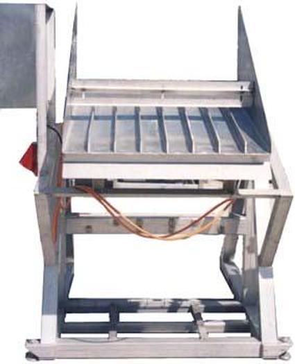 Used Stół wibracyjny ze wzdłużnymi orientatorami do świeżej ryby lub pociętych pasków mrożonych ryb itp.