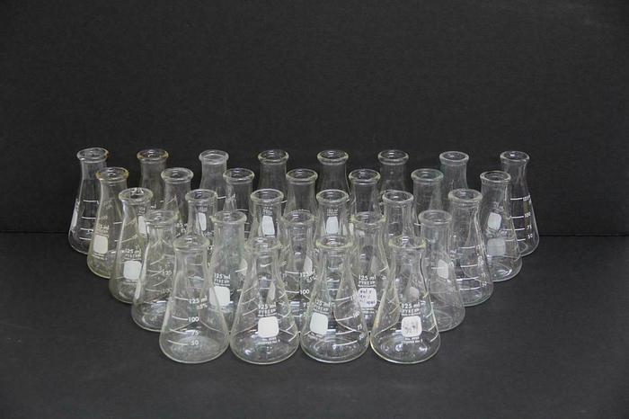 Used 125 ml PYREX NO. 4980 Erlenmeyer Flask Stopper NO. 5 Graduated LOT of 27 (5497)