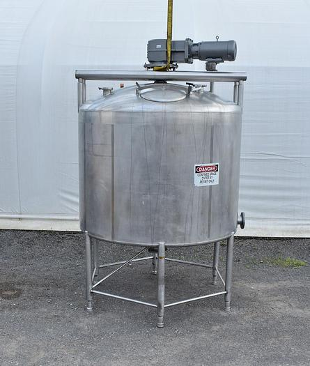 Used USED 1750 GALLON TANK, 304 STAINLESS STEEL, WITH SWEEP AGITATION