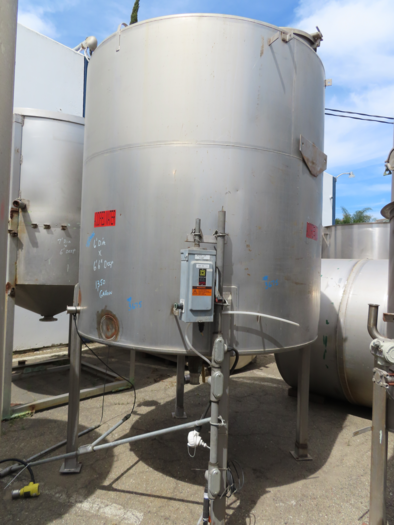 1,350 Gallon Vertical Stainless Steel Tank