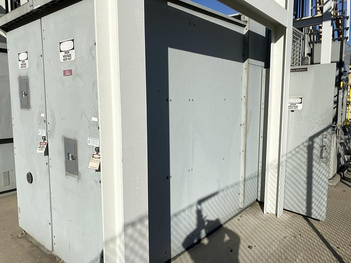 Used SQUARE D MASTERCLAD 3000 AMP SWITCHGEAR ROOM